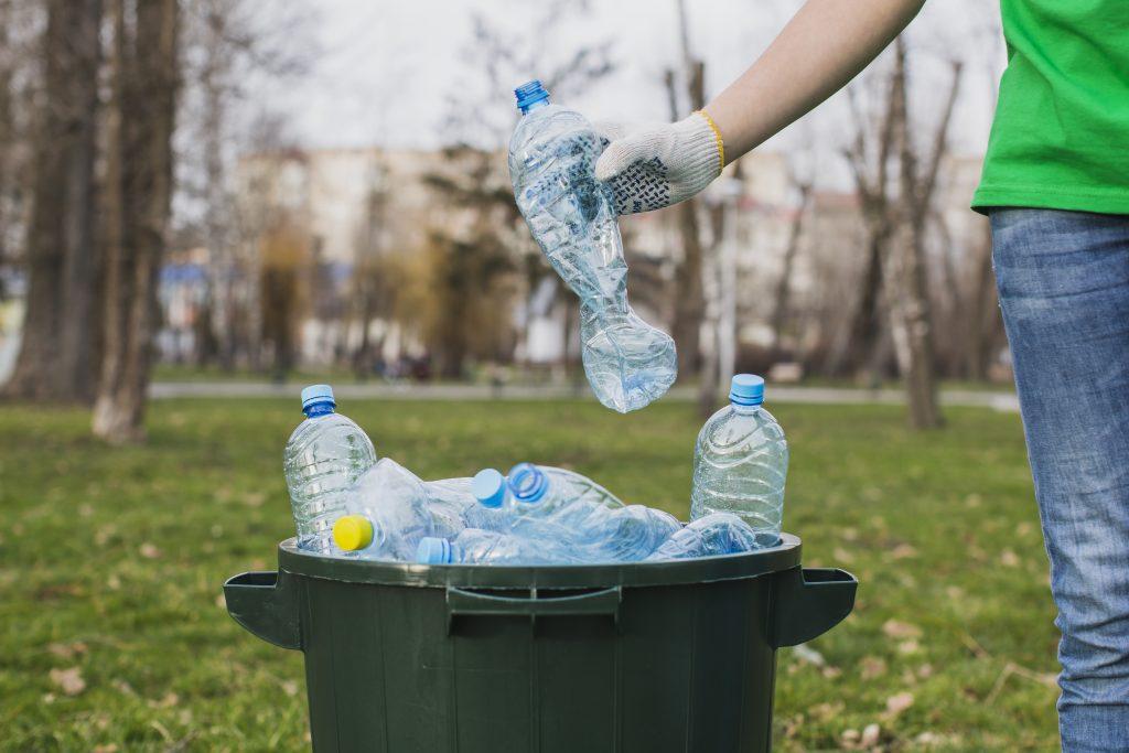 como cuidar al planeta usando menos plástico